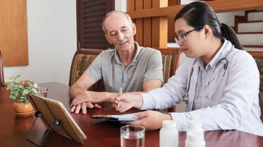 Senior discussing health with nurse/doctor